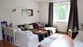 Couchlandschaft, die zum Entspannen einläd.