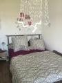 Das zu vermietende Zimmer: Bett