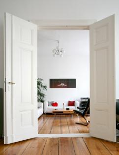 wundersch ne 3 zimmerwohnung mit fl gelt ren wohnung in berlin mitte. Black Bedroom Furniture Sets. Home Design Ideas