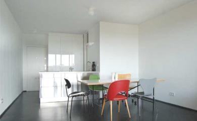 sehr schoene einzimmerwohnung in der gepflegten architekturikone corbusierhaus 1 zimmer. Black Bedroom Furniture Sets. Home Design Ideas