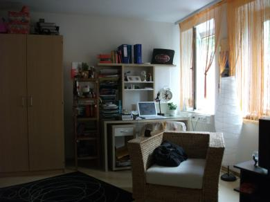 ab april m bliertes zimmer im khg wohnheim zur zwischen. Black Bedroom Furniture Sets. Home Design Ideas