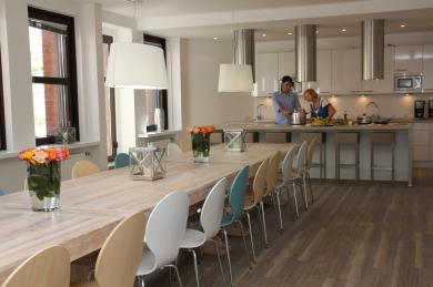 wohnen in nrw 39 s gr ter business wg wg in d sseldorf. Black Bedroom Furniture Sets. Home Design Ideas