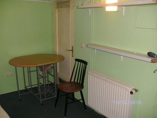 kleine separate 1 zimmerwohnung souterein 1 zimmer. Black Bedroom Furniture Sets. Home Design Ideas