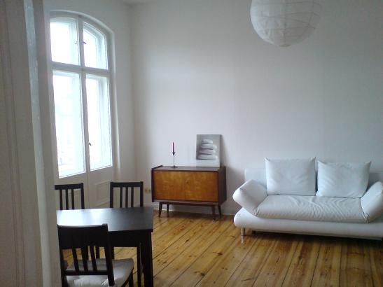 wundersch ne helle m blierte 2 zimmer wohnung balkon badewanne fl gelt ren wg zimmer in. Black Bedroom Furniture Sets. Home Design Ideas