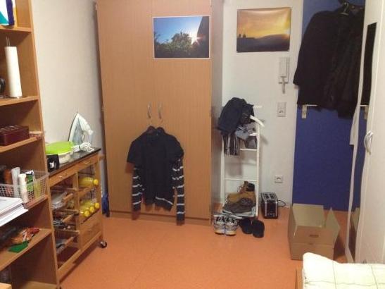 m bliertes 12qm wg zimmer studentenwohnheim zentrale lage wg in stuttgart m bliert stuttgart. Black Bedroom Furniture Sets. Home Design Ideas