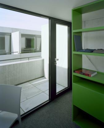 sch ner bungalow im olympiapark 1 zimmer wohnung in m nchen schwabing west. Black Bedroom Furniture Sets. Home Design Ideas