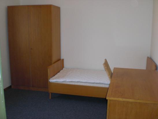 g nstiges zimmer in ruhiger wohnlage 1 zimmer wohnung in biberach an der ri mettenberg. Black Bedroom Furniture Sets. Home Design Ideas