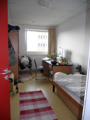 m bliertes zimmer 12qm im studentenwohnheim heilmannstra e wg in stuttgart m bliert stuttgart. Black Bedroom Furniture Sets. Home Design Ideas