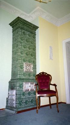 2 zimmer mit stuck und kacheloffen 63qm mit k che gro es bad wohnung in dresden mickten. Black Bedroom Furniture Sets. Home Design Ideas