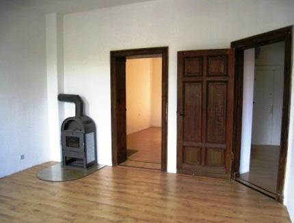 unsanierte wohnung mit kamin wohnung in halle saale. Black Bedroom Furniture Sets. Home Design Ideas