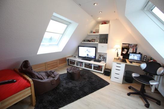 dachgeschosswohnung mit schr gen wohnung in bremen osterholz. Black Bedroom Furniture Sets. Home Design Ideas