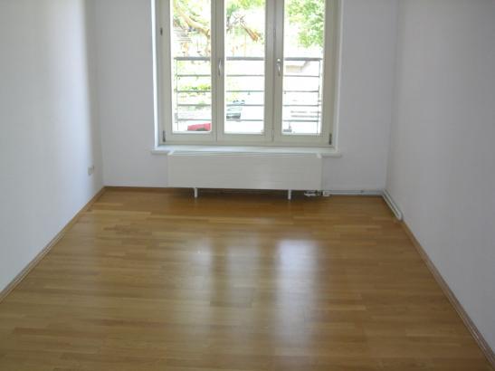 2 zimmer mit s dbalkon und ebk wohnung in halle saale. Black Bedroom Furniture Sets. Home Design Ideas