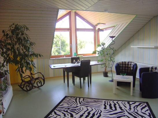 zimmer 35 qm gr fenster mit balkon und k che 1 zimmer wohnung in aalen treppach. Black Bedroom Furniture Sets. Home Design Ideas