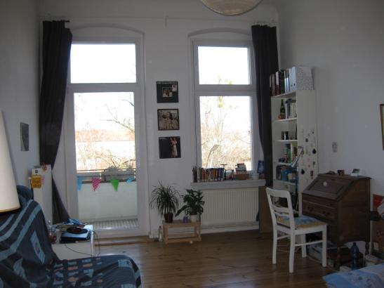 helle 2 zimmer wohnung in tempelhof wohnung in berlin tempelhof. Black Bedroom Furniture Sets. Home Design Ideas
