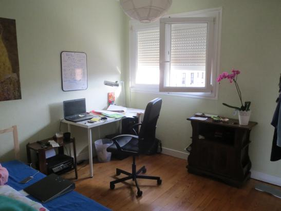 m biliertes 10qm zimmer ber den sommer zu vermieten wohngemeinschaften in toulouse m bliert. Black Bedroom Furniture Sets. Home Design Ideas