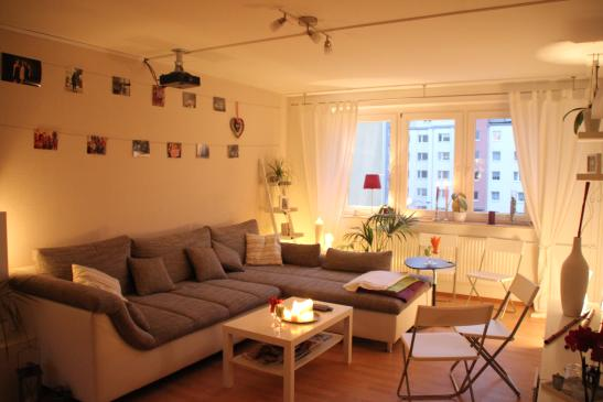 m bliertes zimmer in sch ner wg wohnung mit gro em. Black Bedroom Furniture Sets. Home Design Ideas