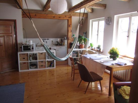 gem tliche wohnung dielen galerieebene balken 1 zimmer wohnung in cottbus peitz. Black Bedroom Furniture Sets. Home Design Ideas