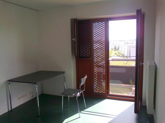 teilappartment in studentenwohnheim zur zwischenmiete 1. Black Bedroom Furniture Sets. Home Design Ideas