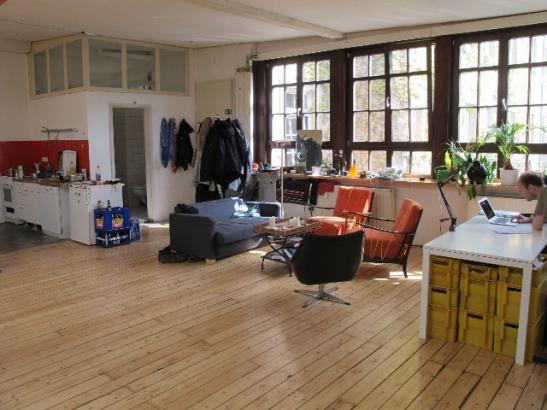 besonderes wohnen in ehemaliger fabrik zur zwischenmiete. Black Bedroom Furniture Sets. Home Design Ideas