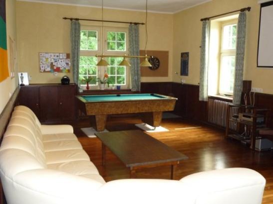 zimmer frei in frisch renoviertem haus einer unpolitischen nichtschlagenden sportverbindung. Black Bedroom Furniture Sets. Home Design Ideas