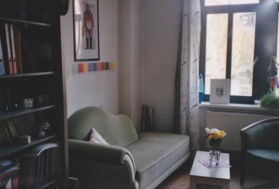 gem tliches m bliertes zimmer in saniertem altbau wg zimmer in dresden pieschen. Black Bedroom Furniture Sets. Home Design Ideas