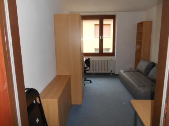ve 64 m bliertes apartment in bestlage mannheim quadrate 1 zimmer wohnung in mannheim innenstadt. Black Bedroom Furniture Sets. Home Design Ideas