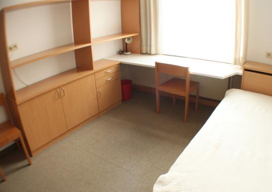 g nstige 1 zimmer wohnung voll m biliert 1 zimmer. Black Bedroom Furniture Sets. Home Design Ideas