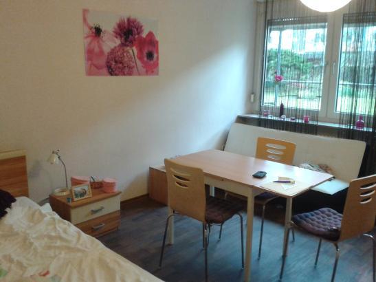 g nstige 1 zimmer wohnung in wohnheim f r berufst tige. Black Bedroom Furniture Sets. Home Design Ideas