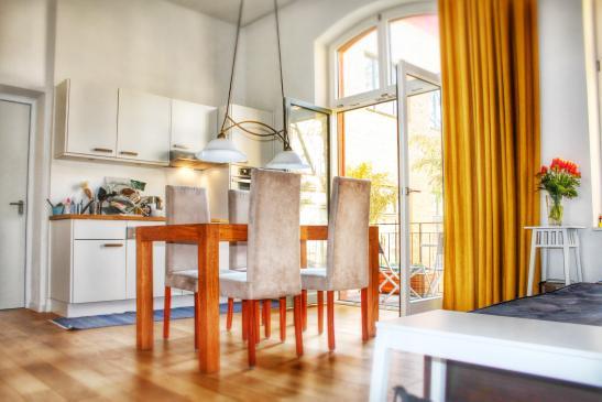 einmalig moderne wohnung in kreuzberger baudenkmal wohnung in berlin kreuzberg. Black Bedroom Furniture Sets. Home Design Ideas