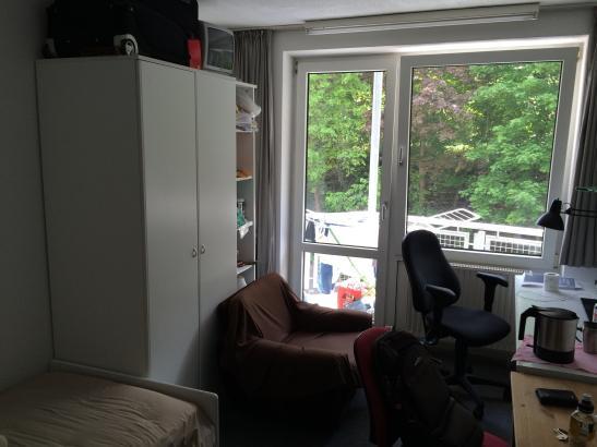 einzelappartement mit balkon 239 00 inkl aller nebenkosten wohnung in kaiserslautern. Black Bedroom Furniture Sets. Home Design Ideas