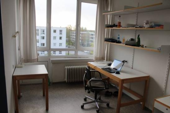 freundliches m bliertes zimmer im studiwohnheim 187 incl alles 1 zimmer wohnung in kiel. Black Bedroom Furniture Sets. Home Design Ideas