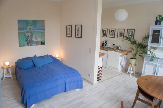 1 raum wohnung in der dresdner neustadt vollm bliert 1 zimmer wohnung in dresden neustadt. Black Bedroom Furniture Sets. Home Design Ideas