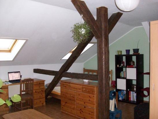 zentrales 20m dg zimmer mit tollen balken zimmer in leipzig zentrum s dost. Black Bedroom Furniture Sets. Home Design Ideas