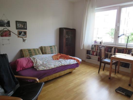 gro es m bliertes zimmer zu vermieten zimmer m bliert frankfurt am main bockenheim. Black Bedroom Furniture Sets. Home Design Ideas