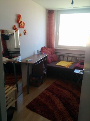 m bliertes 10 qm zimmer in 3 er wg wohngemeinschaften m nchen m bliert m nchen moosach. Black Bedroom Furniture Sets. Home Design Ideas