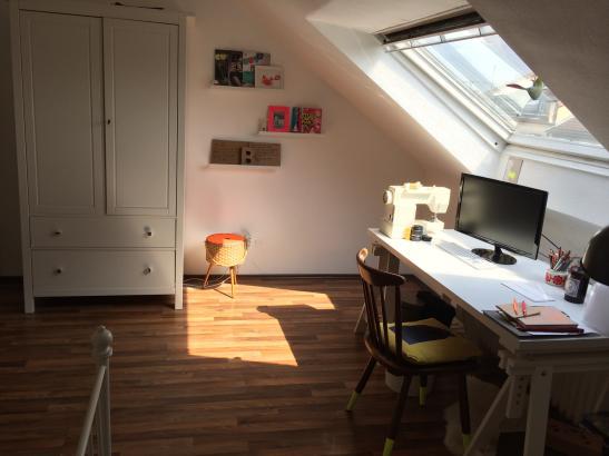 sch nes und gem tliches 20 qm zimmer in 2er wg in frankfurt bornheim unm bliert. Black Bedroom Furniture Sets. Home Design Ideas