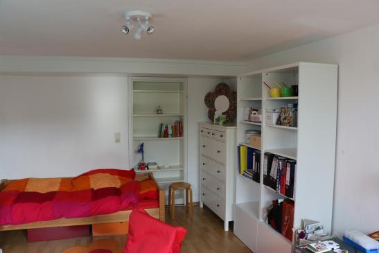 g nstige einzimmer studentenwohnung mit separatem eingang 1 zimmer wohnung in biberach an der. Black Bedroom Furniture Sets. Home Design Ideas