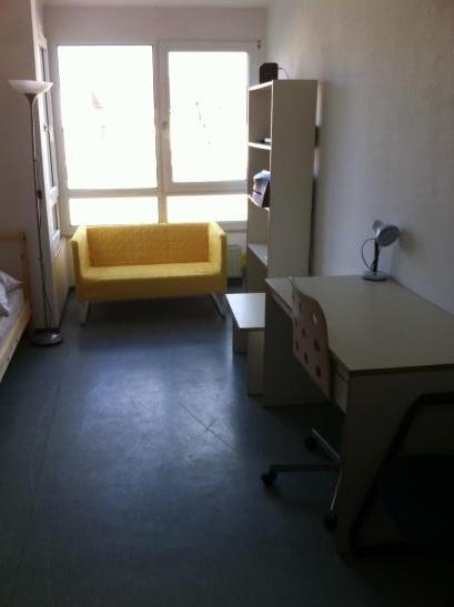 besichtigung nach vereinbarung appartement frei zentrum innenhof 1 zimmer wohnung in. Black Bedroom Furniture Sets. Home Design Ideas