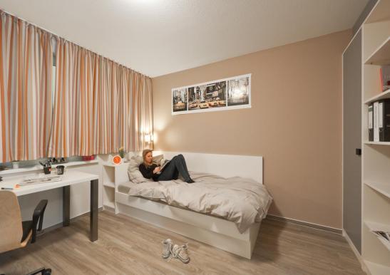 wg zimmer studentenapartment wg zimmer in k ln zollstock. Black Bedroom Furniture Sets. Home Design Ideas