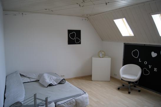 2zkb mit sep wc k che voll eingerichtet klimaanlage wohnung in worms innenstadt. Black Bedroom Furniture Sets. Home Design Ideas