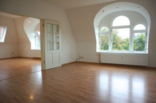 wundersch ne lichtdurchflutete 3 zi penthouse wohnung mit kamin wohnung in flensburg altstadt. Black Bedroom Furniture Sets. Home Design Ideas