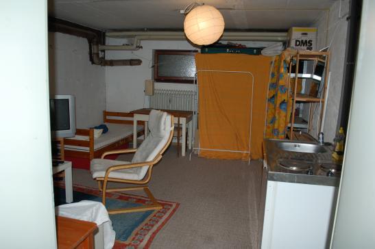 zimmer im ug eines efh mit geteiltem bad im eg 1 zimmer wohnung in biberach an der ri ri egg. Black Bedroom Furniture Sets. Home Design Ideas