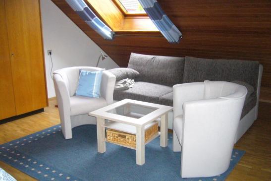 m blierte 30 qm wohnung im obergeschoss eines einfamilienhauses wohnung in garbsen stelingen. Black Bedroom Furniture Sets. Home Design Ideas