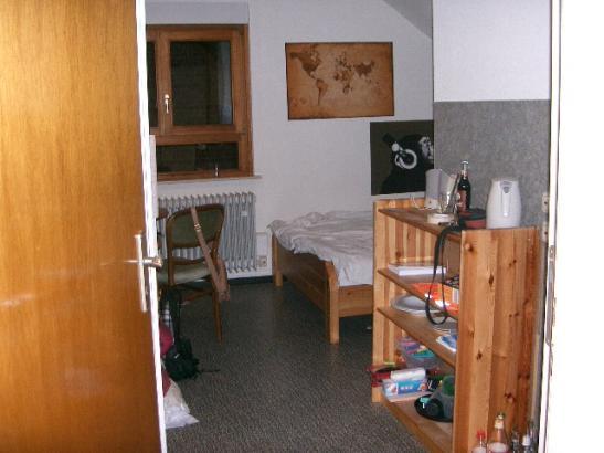wg zimmer in grossem alten haus mit grossem innenhof ab 1 wohngemeinschaften in mainz. Black Bedroom Furniture Sets. Home Design Ideas