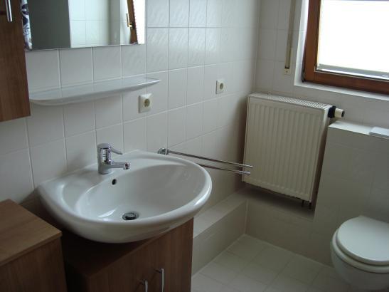 lichtdurchfl 2 zimmerwhg strom kabel tv in nk enthalten. Black Bedroom Furniture Sets. Home Design Ideas