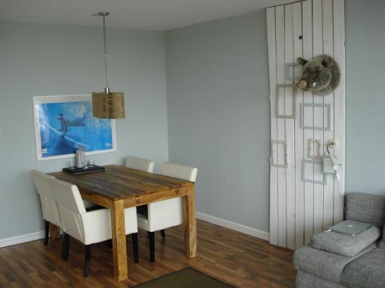 vermieten helle wohnung mit bergblick zur zwischenmiete mit sauna schwimmbad wohnung in. Black Bedroom Furniture Sets. Home Design Ideas