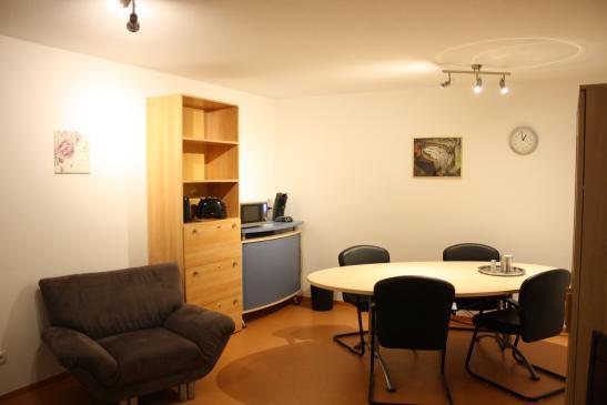 m bliertes zimmer 25 qm neu renoviert wg zimmer in frankfurt am main nied. Black Bedroom Furniture Sets. Home Design Ideas