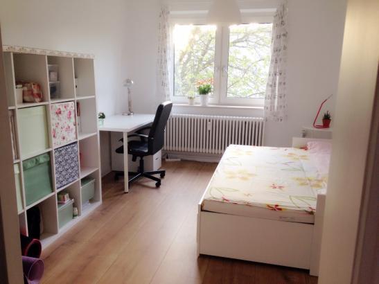 16qm helles und ruhiges zimmer in netter 2er wg wg zimmer in kiel gaarden. Black Bedroom Furniture Sets. Home Design Ideas