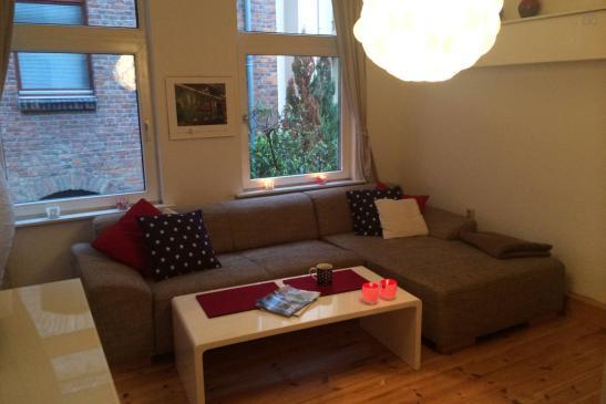 sch ne 2 zimmer wohnung m bliert zu vermieten wohnung. Black Bedroom Furniture Sets. Home Design Ideas
