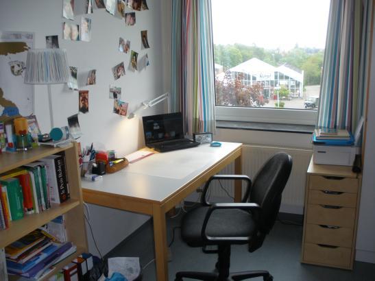 zimmer im studentenwohnheim edo osterloh haus m bliertes zimmer kiel wik. Black Bedroom Furniture Sets. Home Design Ideas